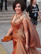刘晓庆金色裙装