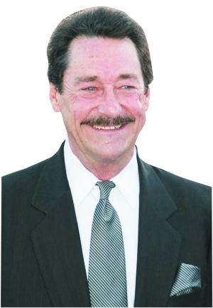 彼特・库伦(配擎天柱),他在80年代的动画版中也给擎天柱配音,也曾替《小熊维尼历险记》《特种部队》《忍者神龟》等动画片配音