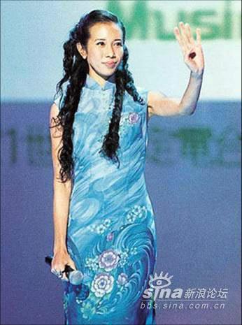 细数华语女星的旗袍情结:舞台姐妹之莫文蔚