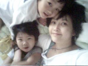 资料图片:崔真实和她的孩子们(5)