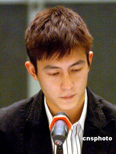 陈冠希向香港海关举报遏止侵权行为再发生(图)