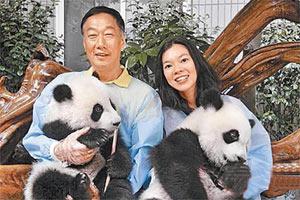 郭台铭恋情进展神速为女友砸600万养熊猫(图)