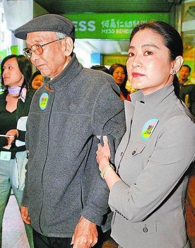 林青霞出席香港书展抗嫩模自曝怕瘦发福被警告