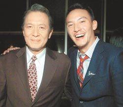 张国柱(左)和张震父子感情好