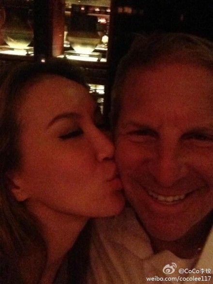 李玟亲吻老公Bruce