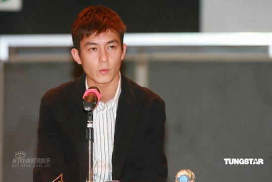 图文:陈冠希亮相开发布会--宣布退出娱乐圈