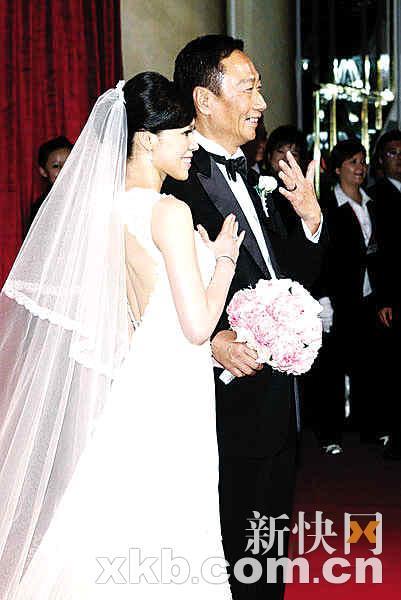 58岁郭台铭婚礼现场狂做30个俯卧撑(组图)