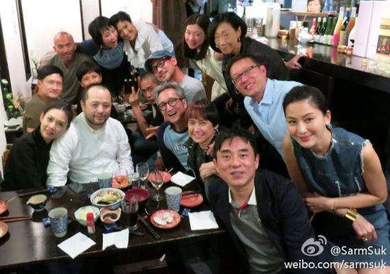 梁朝伟、张学友、邱淑贞夫妇、吕方、刘伟强等参加叶童夫妇银婚庆典。