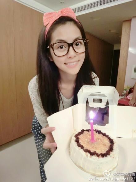Selina妹妹任容萱甜美过25岁生日