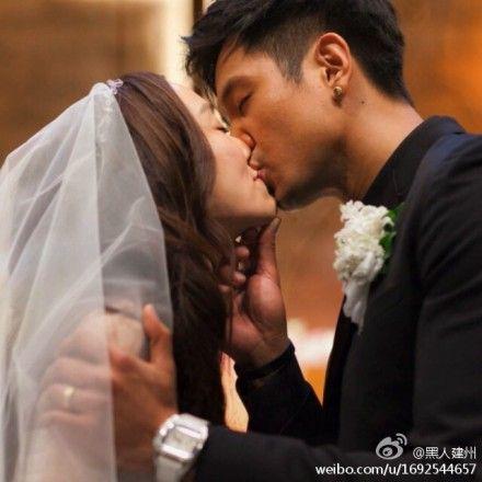 黑人晒亲吻照庆祝结婚三周年