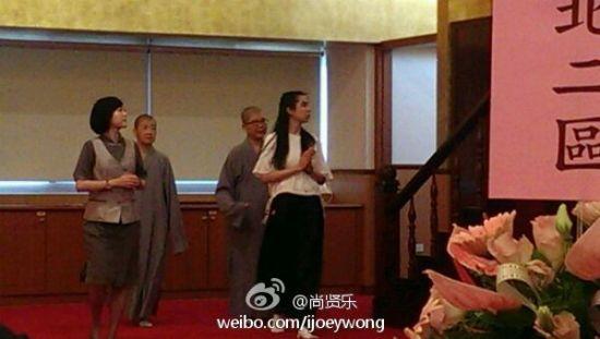 王祖贤回台湾参加佛事