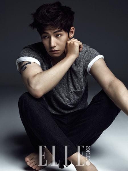 新浪娱乐讯 今日(7月25日),韩国男演员宋再临公布了一组全新写真