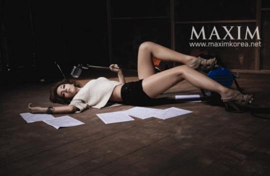 组图:韩国女歌手林正熙拍男性杂志写真秀身材