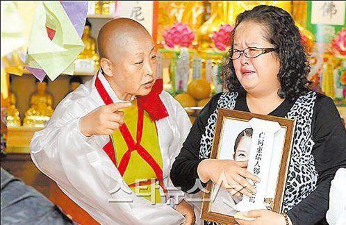 郑多彬自杀4年后结冥婚母亲代挑鬼新郎(组图)