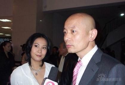 李乃文光头出席《集结号》首映与偶像葛优撞车