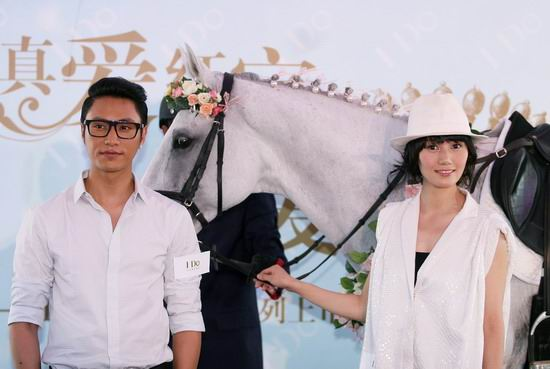袁泉骑白马体验结婚感觉陈坤为其佩戴钻戒(图)