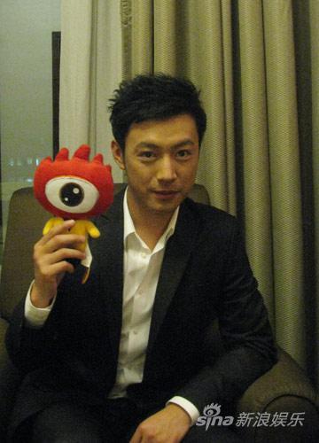 曹炳琨获年度最佳新人奖《潜伏》后更用心(图)