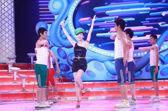 《华人大综艺》献礼世界杯决赛阿朵大秀热舞