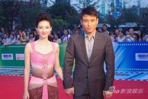 李乃文出席雅安电影节认养熊猫取名二筒(图)