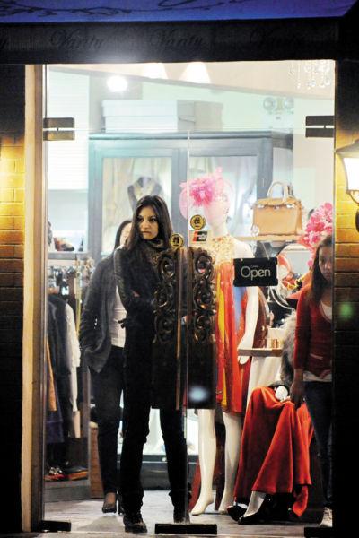 李晨的前女友是一名新疆美女模特,两人一起外出喝酒逛街,不过好景不长