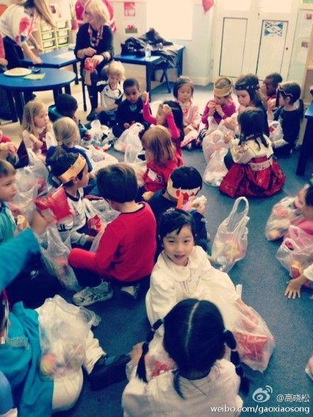 高晓松为女儿开家长会,微博展示午饭时光,女儿就读国际幼儿园。