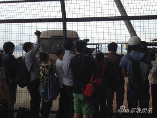 """媒体严阵以待 """"香港吊车拍照""""一幕有望重演"""