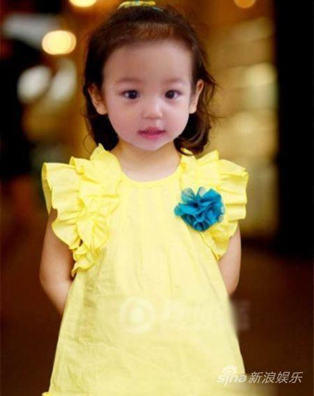 小四月黄裙扮萌似淑女