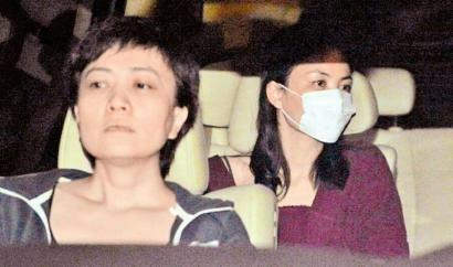 14日凌晨,离婚后的王菲抵京,眼角噙着泪水。