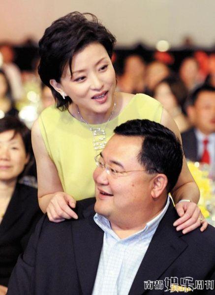 杨澜和吴征这几年经历各种传闻,仍是彼此最重要的事业、生活伴侣。