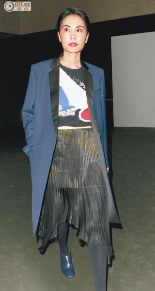 王菲连日来在巴黎置新装,像要为见谢霆锋扮到最漂亮。(资料图片)