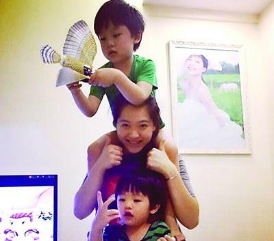 胡美和两个儿子