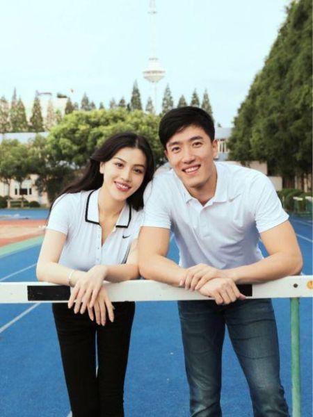 刘翔公布与女友葛天的照片