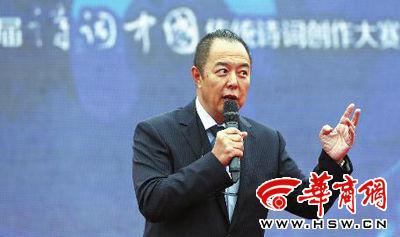 """昨日,张铁林来西安参加第二届""""诗词中国""""启动仪式 华商报记者 陈团结 摄"""