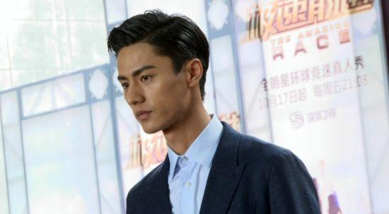 而从模特圈转战到娱乐圈的顶级男模刘畅则与好哥们金