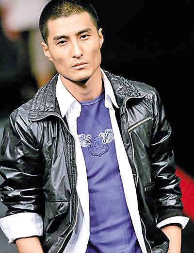 """胡东曾被评选为""""世界十大男模""""之一"""