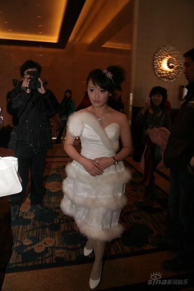 图文:田亮叶一茜今日西安大婚-伴娘到场