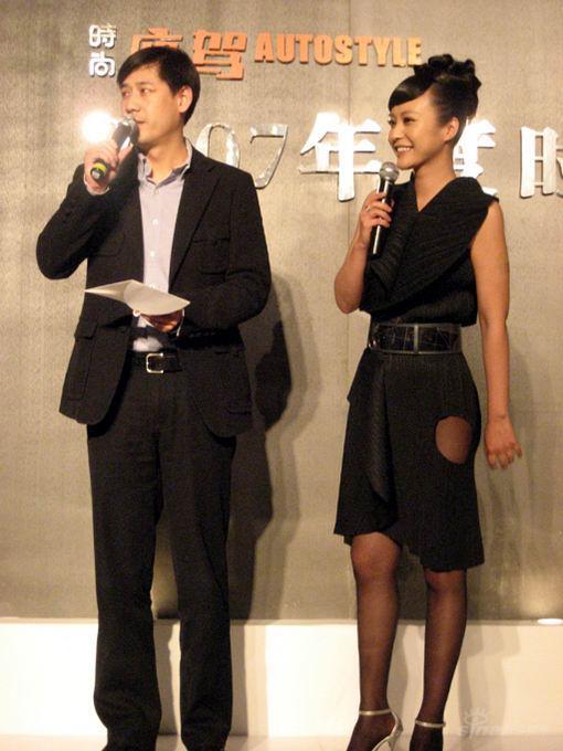 郝蕾惊艳亮相颁奖典礼清新典雅落落大方(组图)