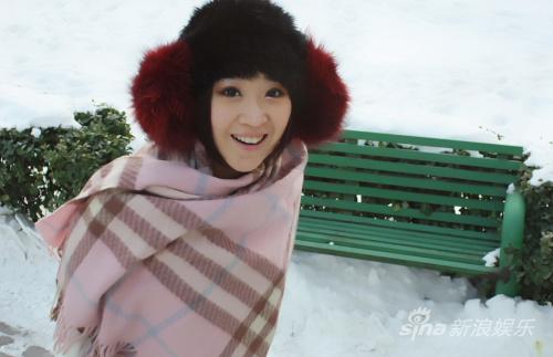 组图:章艺子拍摄杂志写真展露小女人风情