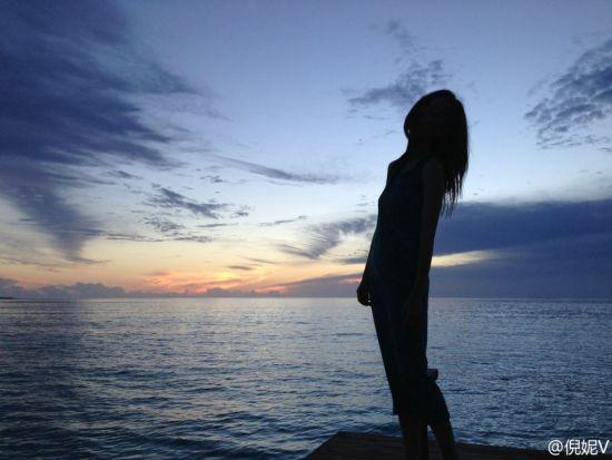 倪妮晒出海边照片