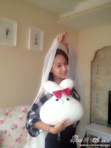 杨紫扮嫦娥回收五仁月饼