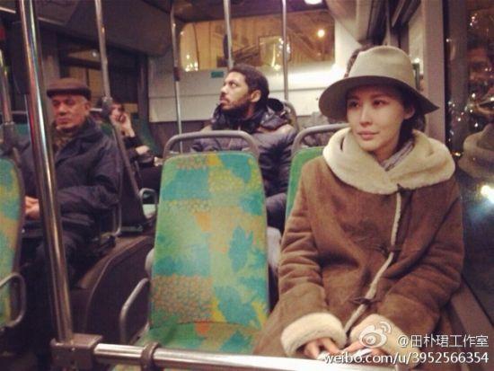田朴�B坐公车