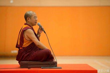 研讨会上的僧人