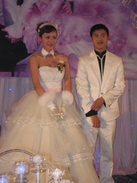 图文:田亮叶一茜婚礼--一对养眼的新人
