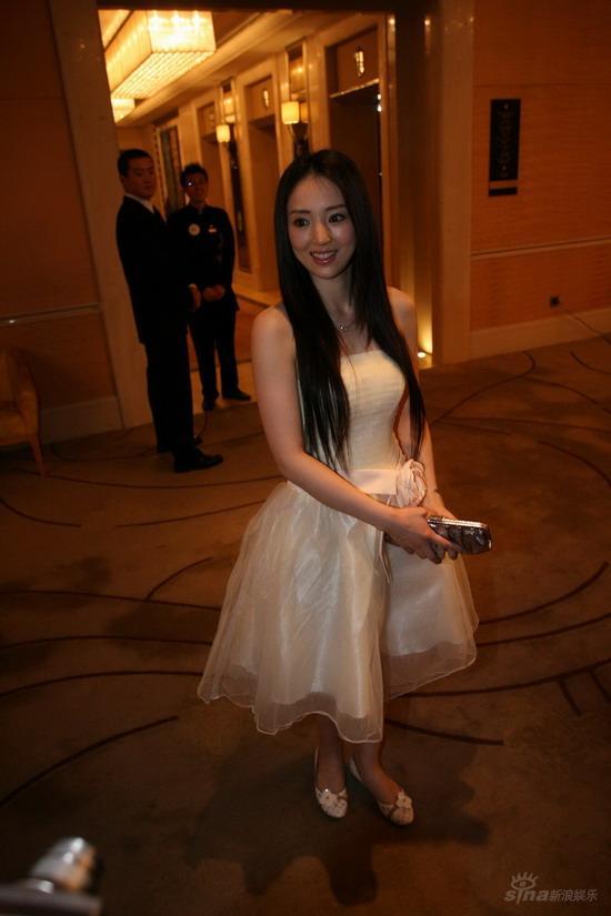图文:佟大为关悦北京大婚--伴娘董璇靓丽现身