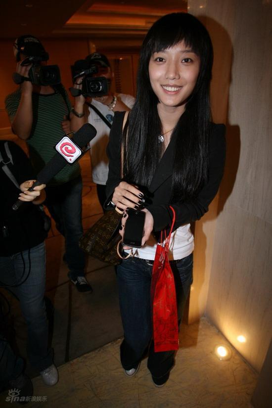 图文:佟大为关悦北京大婚--王珞丹出席婚宴