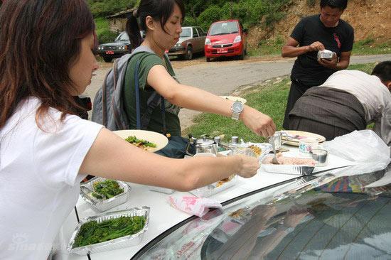 图文:伟玲不丹大婚--现场媒体分享美食