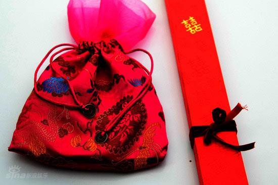 图文:伟玲不丹大婚--新人回礼锦囊包裹
