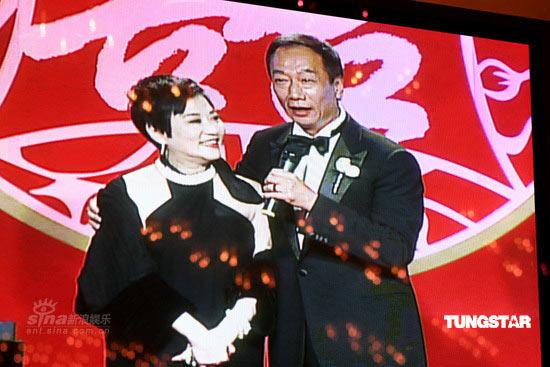 图文:郭台铭迎娶曾馨莹--张小燕与郭台铭