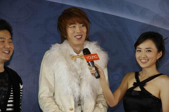 图文:风尚大典发布会李在元微笑露齿
