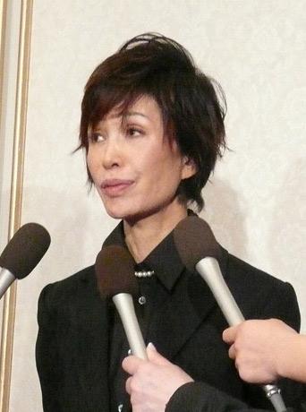 图文:饭岛爱追悼会-内海宫土理接受采访